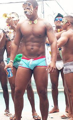 Baile de Carnaval 2 - HotBoys - Sexo no Baile de Carnaval Gay
